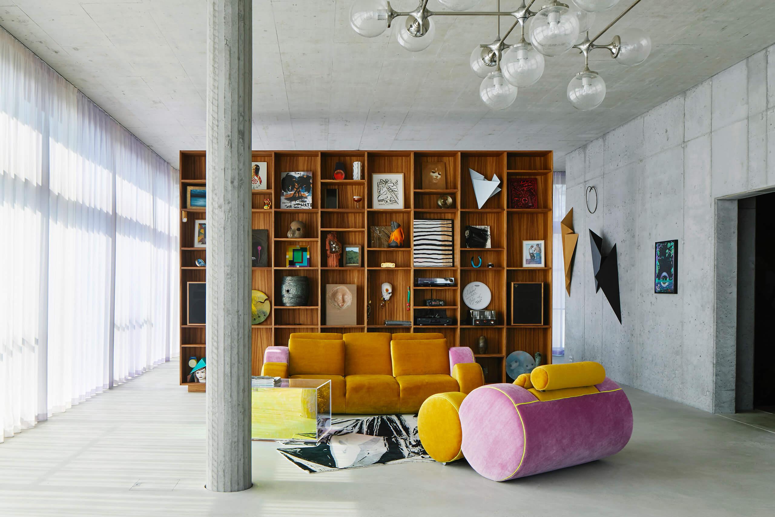 House on the Spree, reversible shelf