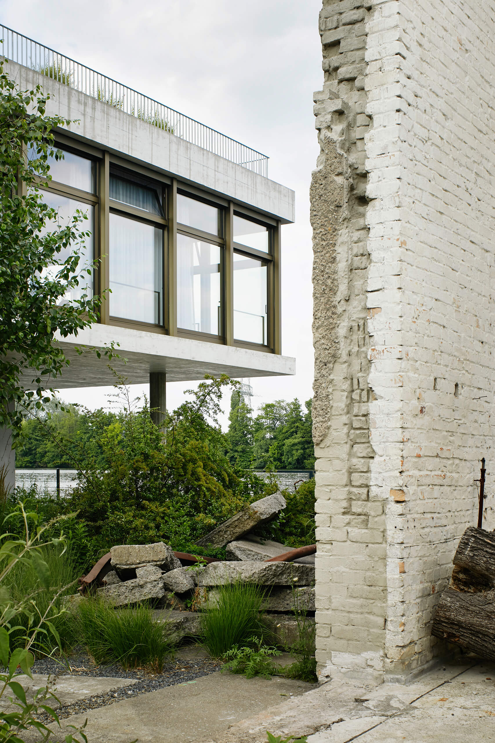 House on the Spree, ruins wall